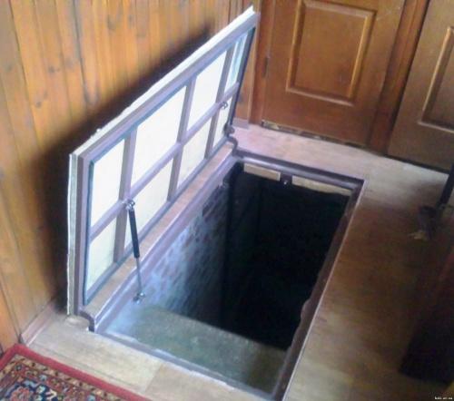 дверь люк в подвал